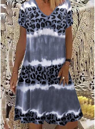 Leopardo/Tie Dye Manga Curta Vestidos soltos Comprimento do joelho Casual T-shirt Vestidos